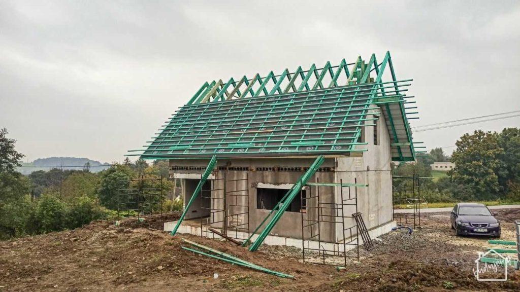 stan surowy zamknięty - prace na dachu