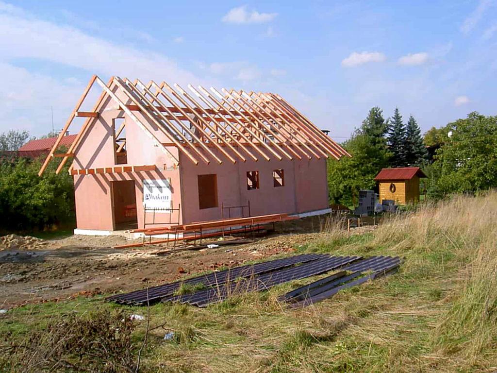 więźba dachowa - prefabrykowana czy tradycyjna